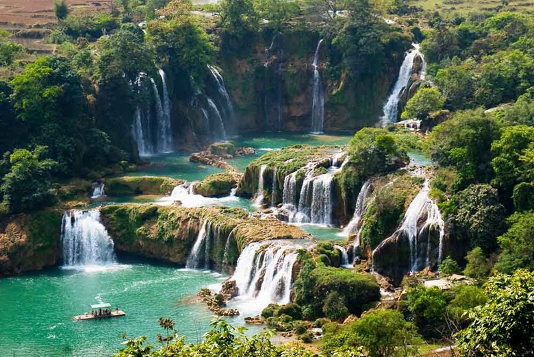 Ban Gioc waterfalls for 45 minutes